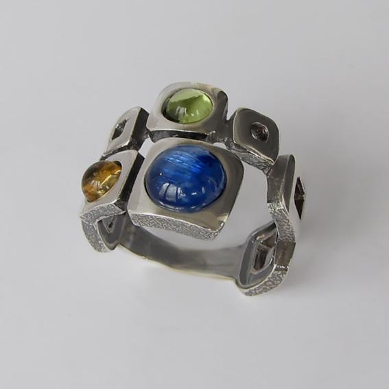 Кольцо с кианитом, хризолитом, цитрином, арт. 8КВ3