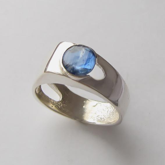 Кольцо с кианитом, арт. БАК3, серебро 925