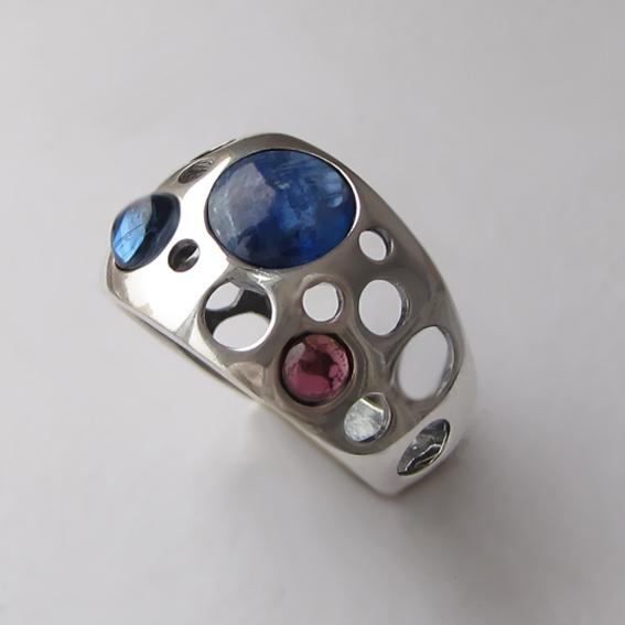 Кольцо с кианитом, гранатом, арт. НЛ3