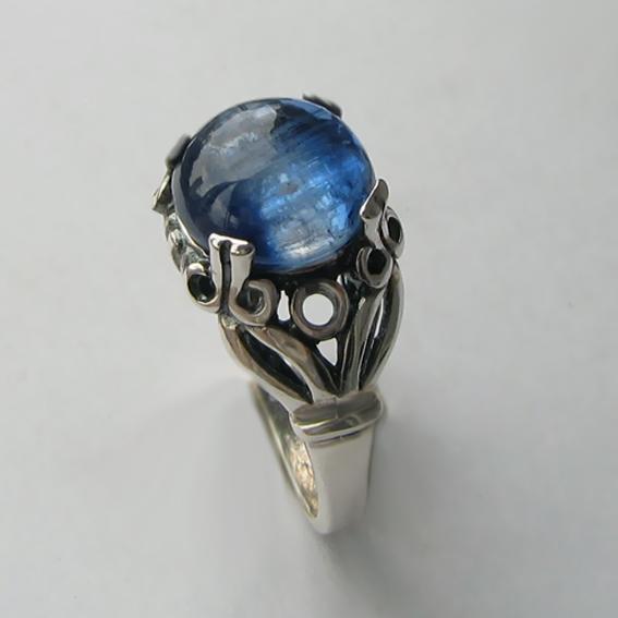 Кольцо серебряное с кианитом, арт. ЕФ3Х