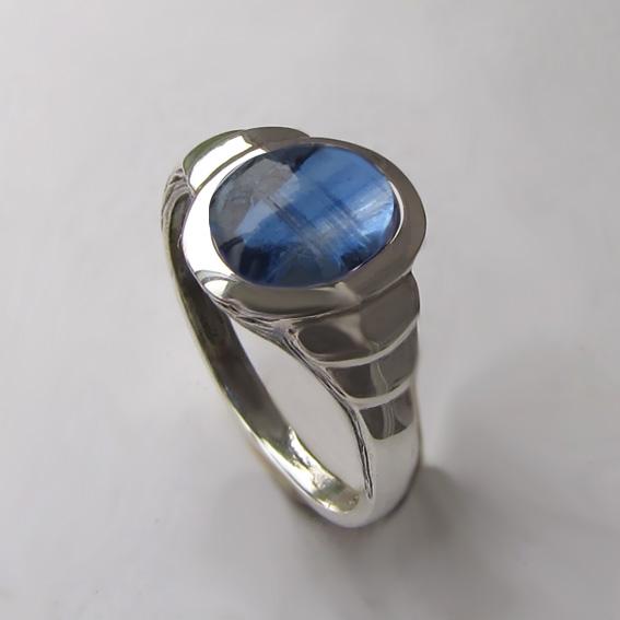Кольцо серебряное с кианитом, арт. ОВН37