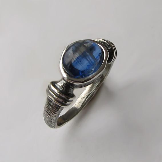 Кольцо с кианитом, арт. ОВП37, серебро 925