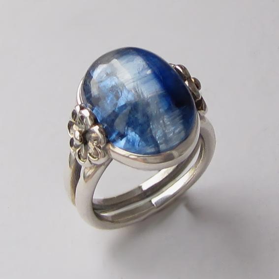 Кольцо серебряное с кианитом, арт. РОМ3Х