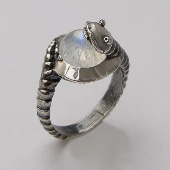 Кольцо с лунным камнем, арт. ОНО3