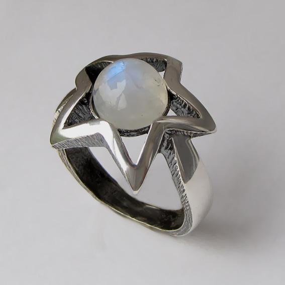 Кольцо с лунным камнем, арт. ЗВ3