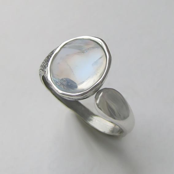 Кольцо с лунным камнем, арт. ЧОВ3