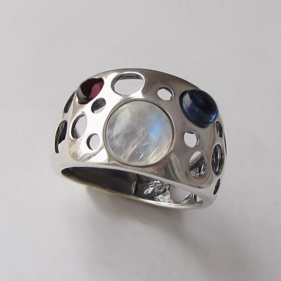 Кольцо с лунным камнем, кианитом, гранатом НЛ3