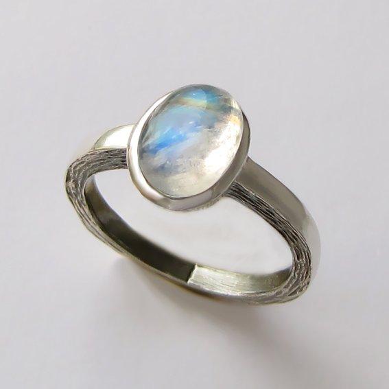 Кольцо серебряное с лунным камнем, арт. ПФ38Н