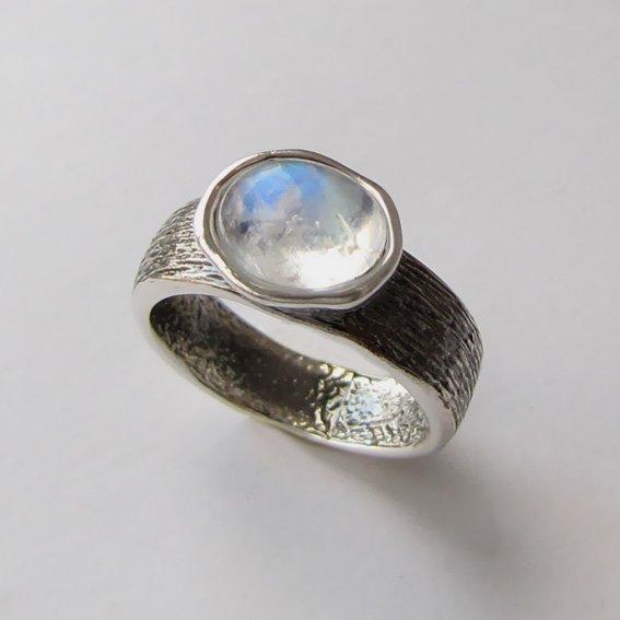 Кольцо из серебра с лунным камнем, ПФОВ3