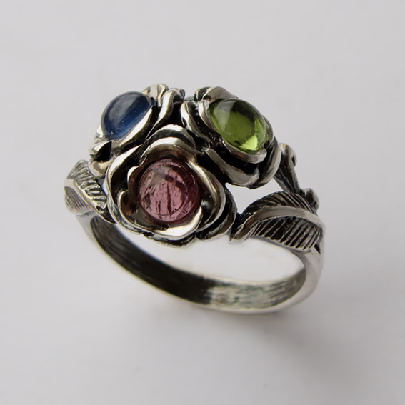 Кольцо с турмалином, хризолитом, кианитом, арт. 3ЦВ3