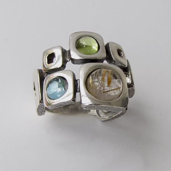 Кольцо с золотистым кварцем, хризолитом, кианитом, арт. 8КВ3