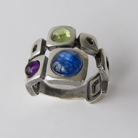 Кольцо с кианитом, аметистом, хризолитом, арт. 8КВ3Х