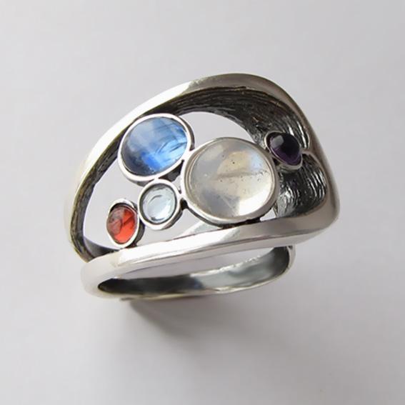 Кольцо с лунным камнем, кианитом, арт.НЛН37