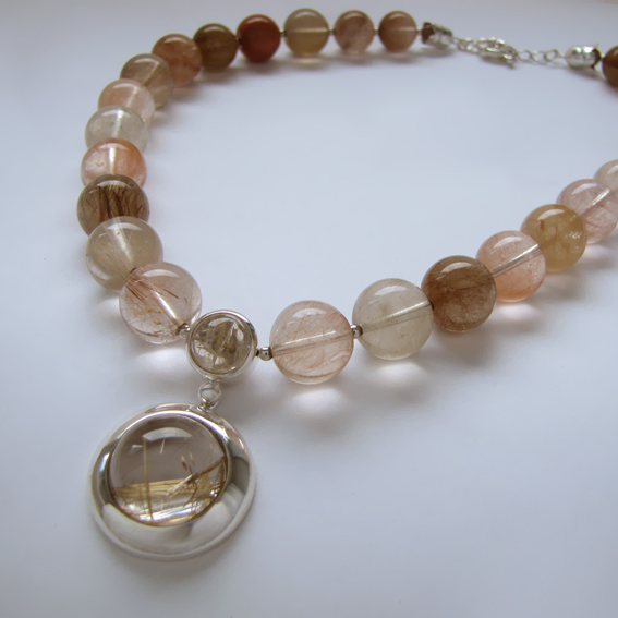 Серебряные ожерелья