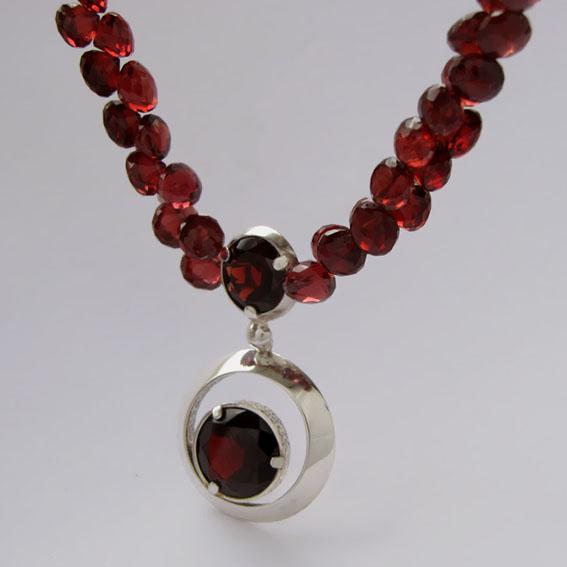 Ожерелье с гранатом, арт.ККГ10