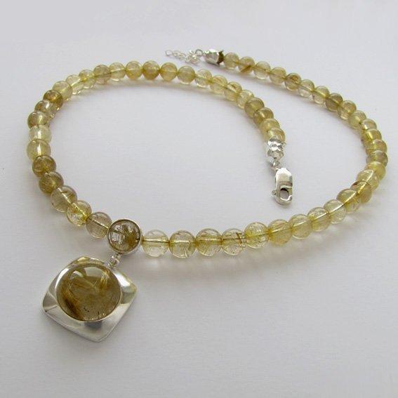 Ожерелье КПП10 с золотистым кварцем-волосатиком