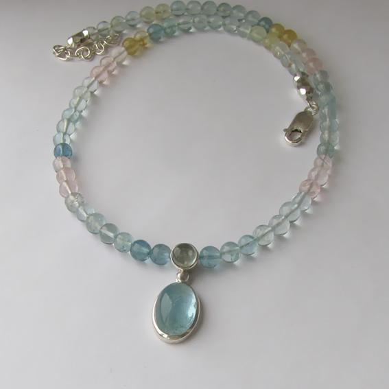 Ожерелье с аквамарином микс ОВ10