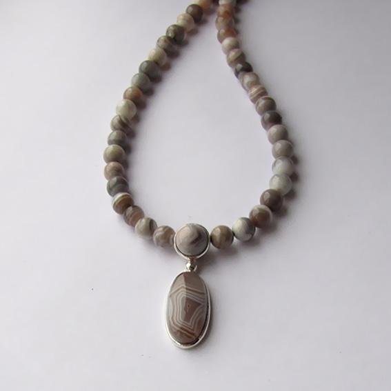 Ожерелье с светло-серым ботсванским агатом, ОВД10