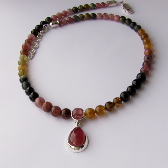 Ожерелье с турмалином цветным, СЛ1010