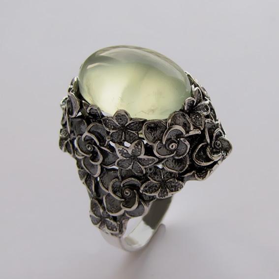 Серебряное кольцо с пренитом, арт.БУК3