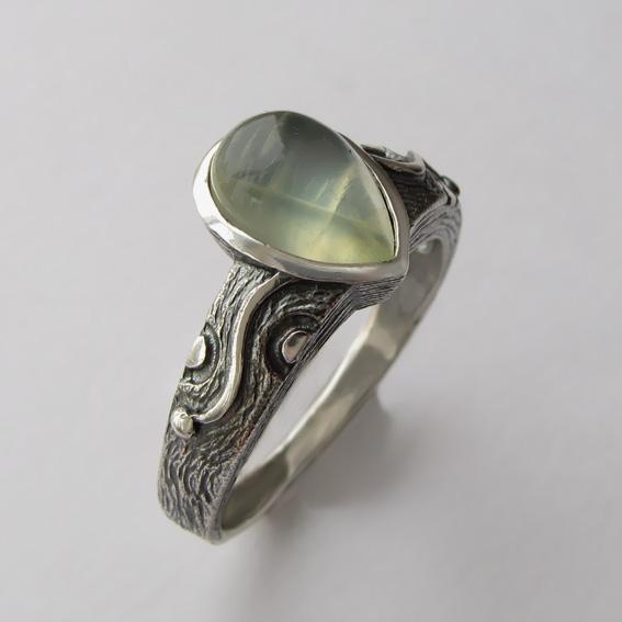 Кольцо с пренитом, арт. СЛЧ37