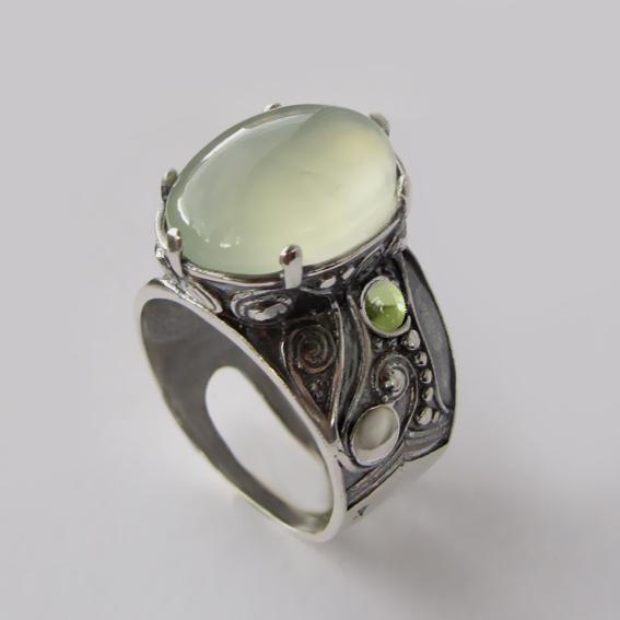 Кольцо с пренитом, хризолитом, арт.ПЕОР312