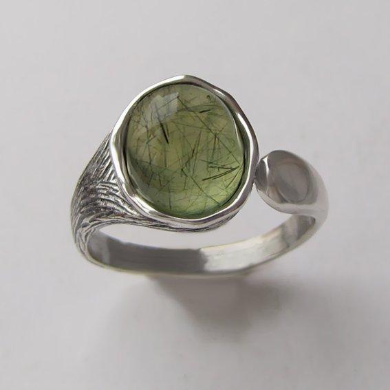 Серебряное кольцо с пренитом, арт. ЧОВ3
