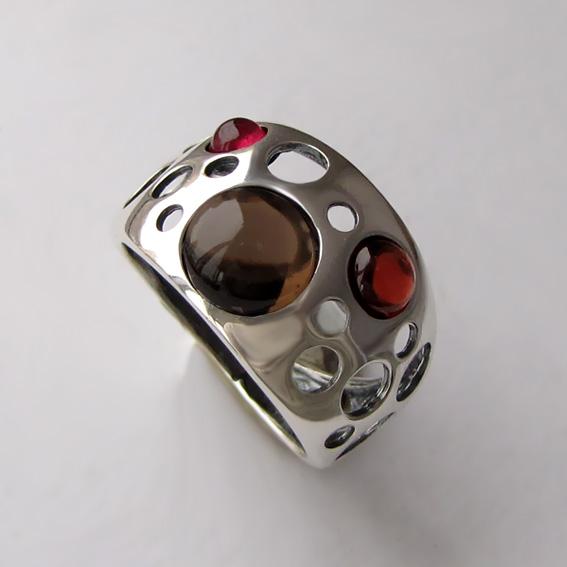 Кольцо с раухтопазом, гранатом, арт. НЛ3