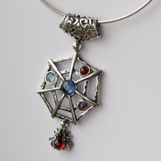 Кулоны с камнями-самоцветами микс
