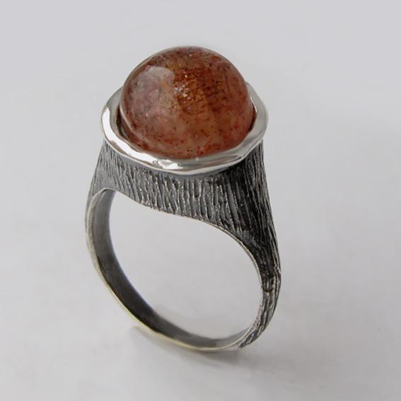 Кольцо с кварцем с включениями гематита, арт.ПЕ3