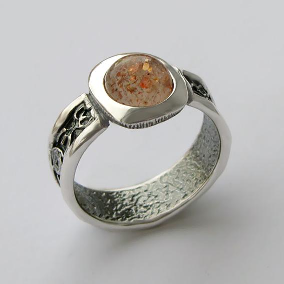 Кольцо кварцем с включениями гематита ИЕ3