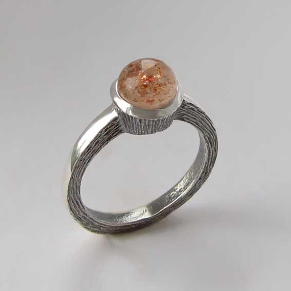 Кольцо с кварцем с включениями гематита ПФ38
