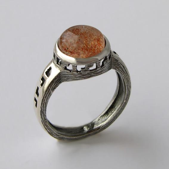 Кольцо с кварцем с включениями гематита, арт.СКИФ3Н