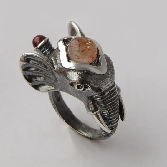 Кольцо с кварцем с включениями гематита СЛОН3