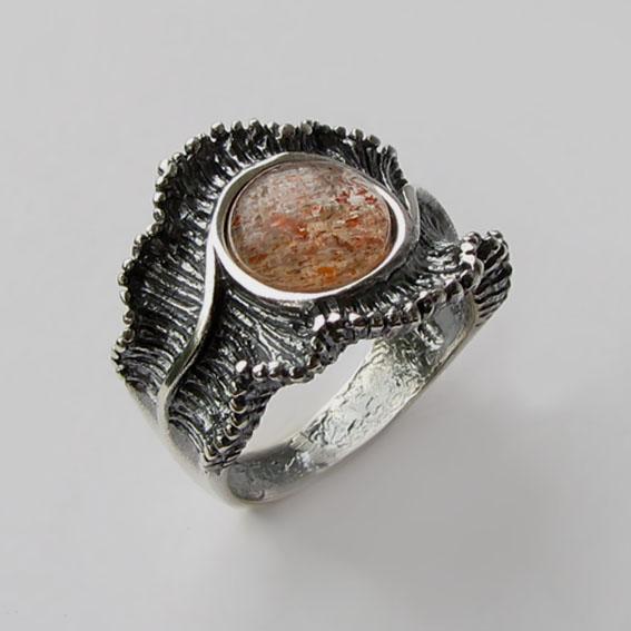 Кольцо с кварцем с включениями гематита, арт.ВОЛ32