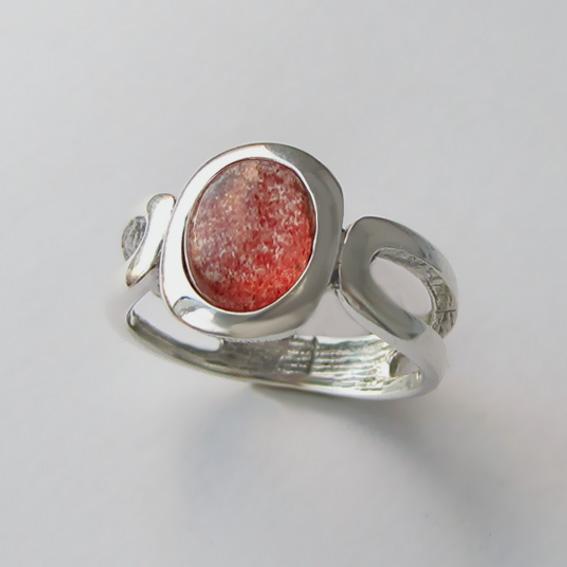 Кольцо с кварцем с включениями гематита, ЛСПОВ3-2