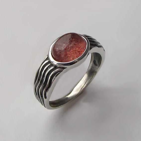 Кольцо с кварцем с включениями гематита, арт. МОР3-2
