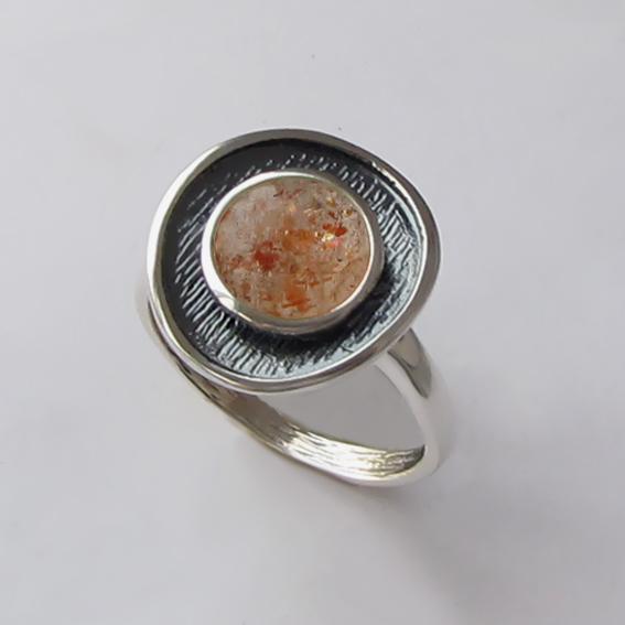 Кольцо с кварцем с включениями гематита МСБ3