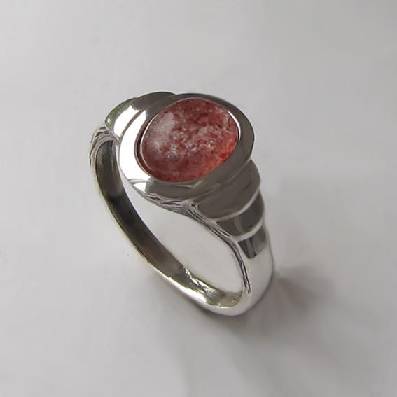 Кольцо с кварцем с включениями гематита, арт. ОВН37-2