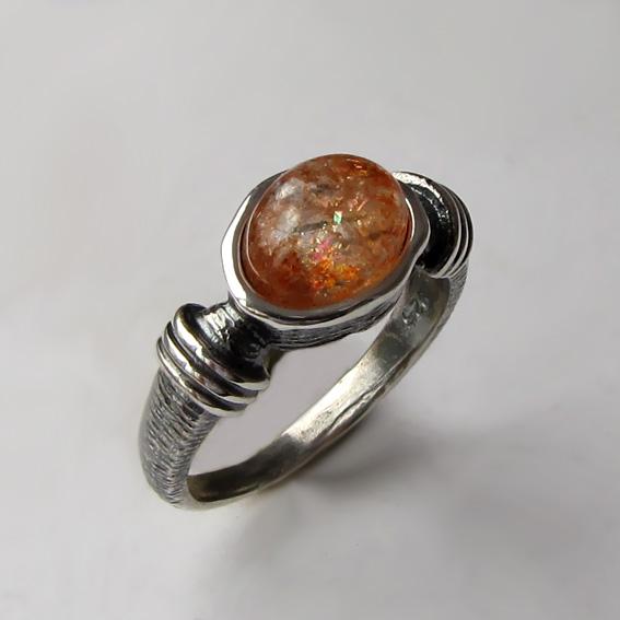 Кольцо с кварцем с включениями гематита, арт. ОВП37