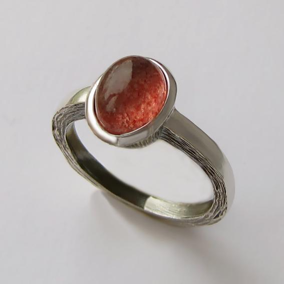 Кольцо с кварцем с включениями гематита ПФ38Н-2