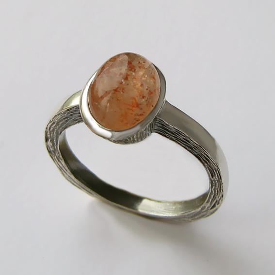 Кольцо с кварцем с включениями гематита ПФ38Н