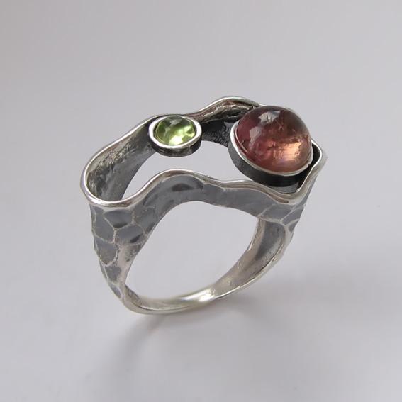 Кольцо с турмалином, хризолитом, арт. 2СДН3