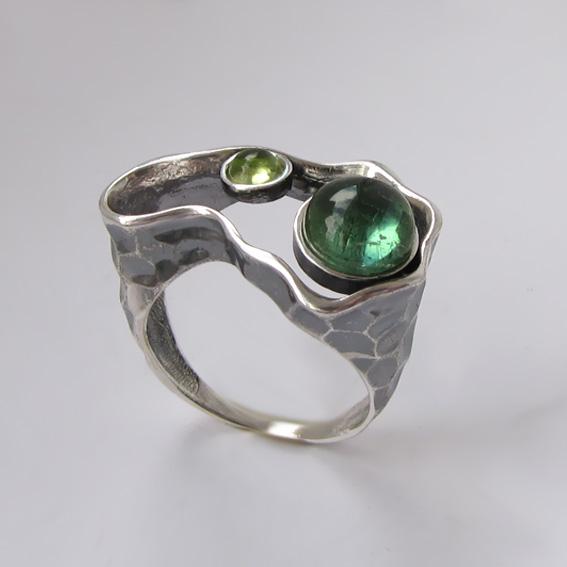 Кольцо с турмалином зеленым, хризолитом, арт. 2СДН3