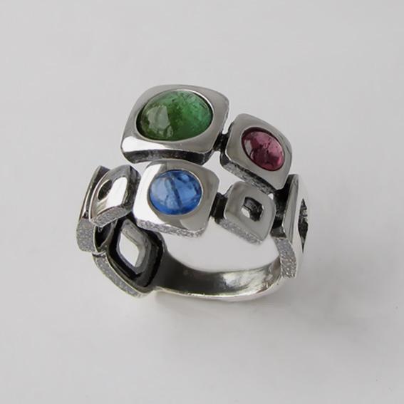 Кольцо с турмалином зеленым, кианитом, арт. 8КВ3