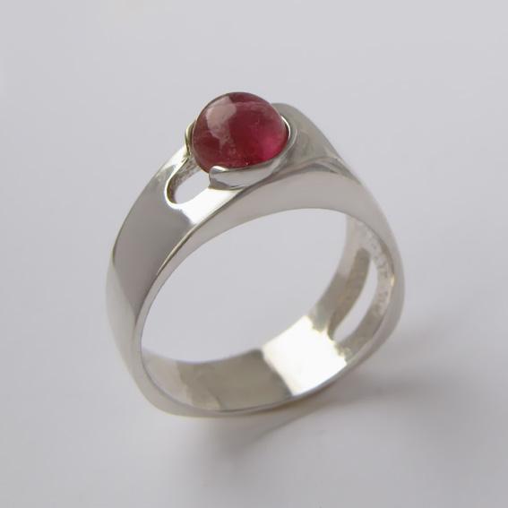 Кольцо с турмалином красным, арт.БАК3