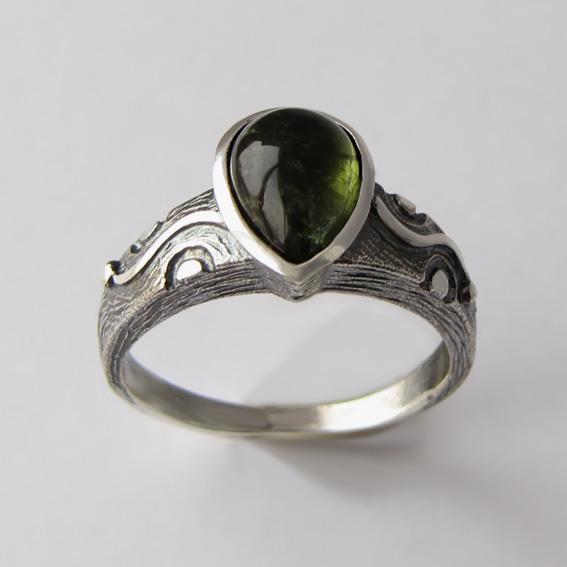 Кольцо с турмалином зеленым, арт. СЛЧ37