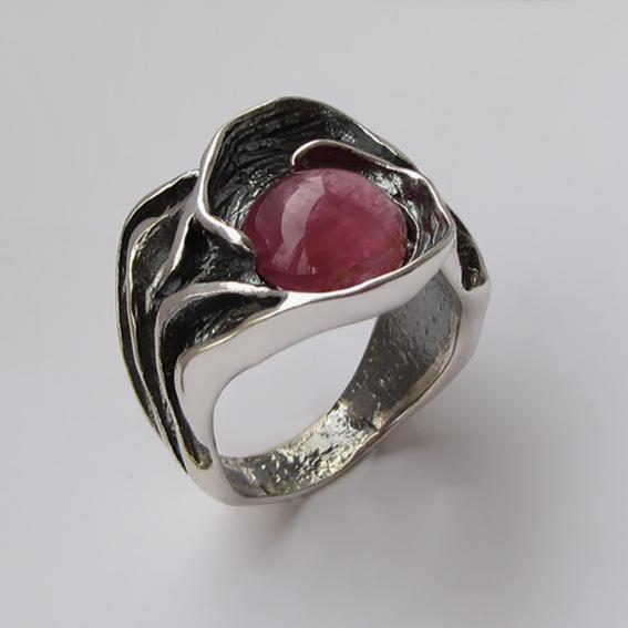 Кольцо с турмалином красным, арт. ИЗР3