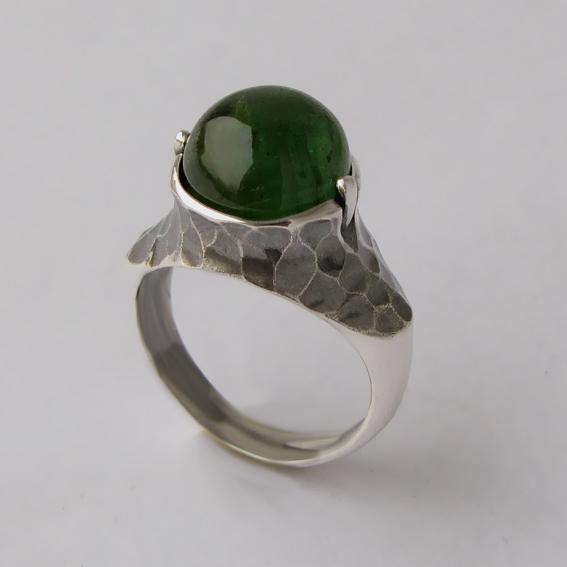 Кольцо с турмалином зеленым, арт. КУВ3