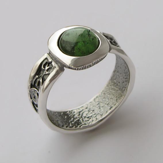 Кольцо с турмалином зеленым, арт. ИЕ3